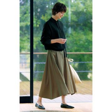 デイリースタイルに最適!富岡佳子さんが着こなす「E by éclat」の切替フレアスカート