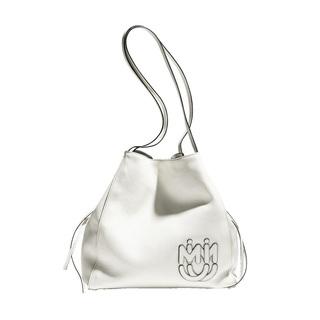夏の着こなしに映える、ホワイトバッグ【ファッション名品】