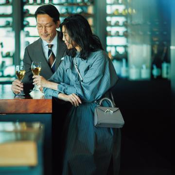 週末の夜は、ストライプ柄ワンピースでパートナーと一杯【ワンピース30days】