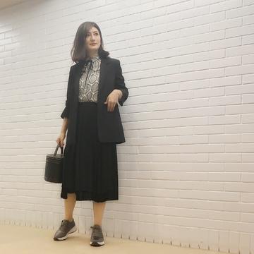 zaraの柄シャツに黒スカート&パンツコーデ