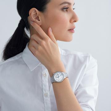【ヴァシュロン・コンスタンタン】現代のフェミニティを体現する新作時計、「エジェリー」