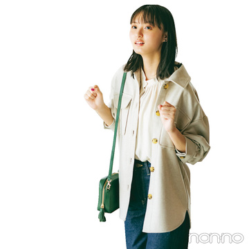 遠藤さくらはビッグジャケットにブラウスを仕込んで男女両モテスタイル【毎日コーデ】