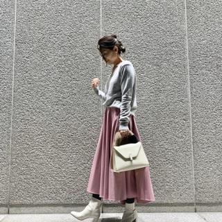 女子上がる大人ピンクのスカート