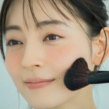 老け見え防止&小顔見せチークテクを中野明海さんが伝授【大人にベストなご機嫌チーク】
