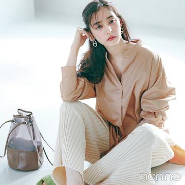 新木優子は上品なツヤ素材のシャツでノーブルな女らしさを演出【大学生の毎日コーデ】