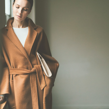 4. 憧れブランドのコート。今年はカシミヤのローブタイプを