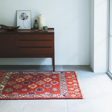【美しい絨毯】家の主役級の見せ場となる「美しい色柄の絨毯」
