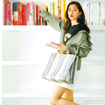 新木優子はマンパを襟抜きで着る♡ こなれ感200%増し!【毎日コーデ】