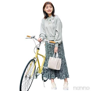 パーカ+花柄スカートで春の可愛げカジュアルコーデ【毎日コーデ】