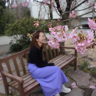 春の旅行にピッタリ!ミラオーウェン4桁プライスのリネンカラースカート