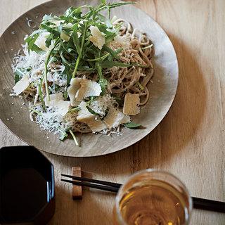 シードルに合わせて日本そばをヘルシーなパスタのように楽しむ【平野由希子のおつまみレシピ #60】