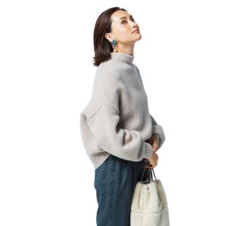 「ニット+パンツ」の女っぷり足しアイデア!