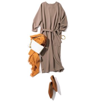 【ベージュコーデの着こなし術】<DAY6>濃いめベージュのワンピースで品のよさを醸し出す