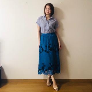 パッと目を引く「ブルー」スカートをオン・オフ着まわし!