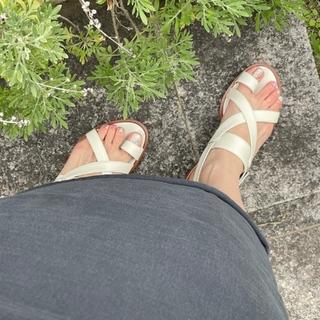 今年の夏は、足もとに白を選ぶぜいたくを。