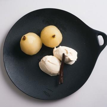 2.洋梨のコンポート バニラアイスクリーム添え