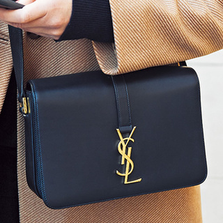 目をひくブランドバッグをファッションのポイントに【ファッションSNAP ミラノ・パリ・NY編】
