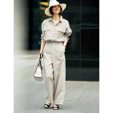富岡佳子さんが着こなす「E by éclat」のワイドパンツ