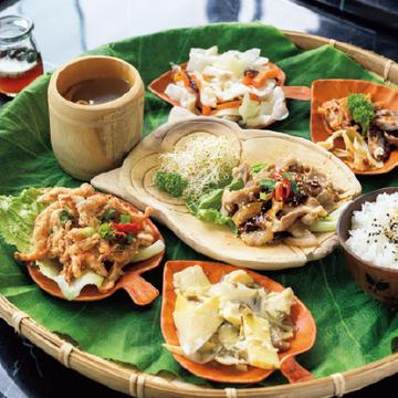 【台湾のローカルフード@日月潭】サオ族料理風プレート、ヘチマ炒め、洋梨タルト