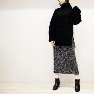ZARAのツイードタイトスカートでモノトーン大人カジュアルコーデ