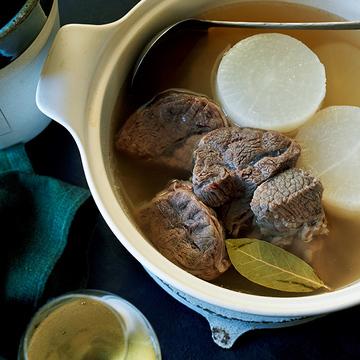スープが絶品!「牛すね肉と大根のポトフ風煮込み」のレシピ【平野由希子さんの「肉の煮込み鍋」】