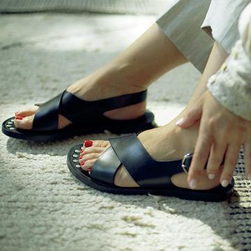 Q.夏の手足のネイルはどんな感じがおすすめ?【大草直子の夏のファッション相談室】