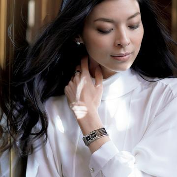 ビジネス服には本格派時計と女らしい時計を効かせて 五選