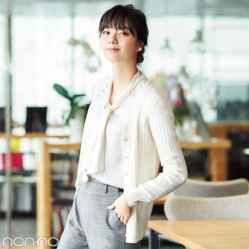 新川優愛のオフィスコーデ♡ グレンチェックパンツを着回し!