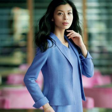 お仕事シーンで聡明さと誠実さを呼び起こす「品格ブルー」  五選