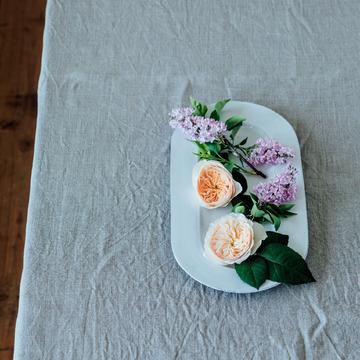 2.平皿をキャンバスに見立て形状の違う花を俯瞰(ふかん)で楽しむ