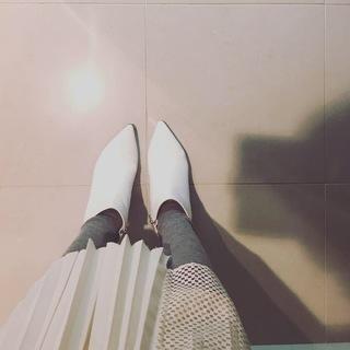 真っ白なショートブーツが使えるワケ