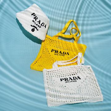 プラダのラフィアバッグ&パイル地ハットが夏に大活躍!【Fashion Scoop!】