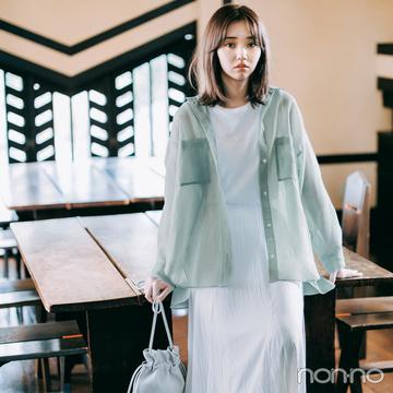 オールホワイトコーデにシアーシャツを羽織って、透明感あふれるスタイルに【毎日コーデ】