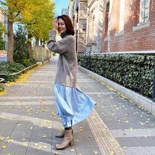 秋冬はニット×きれい色スカートで王道大人フェミニンコーデ♪