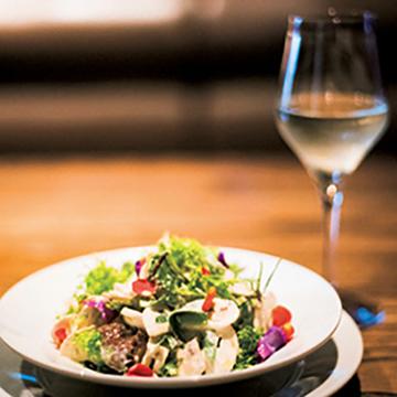 郷土の美酒と料理にくつろぐ 盛岡「glassto」