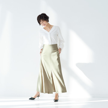 新顔ブランドの最旬ブラウス×スカートを、この春の定番スタイルに決定