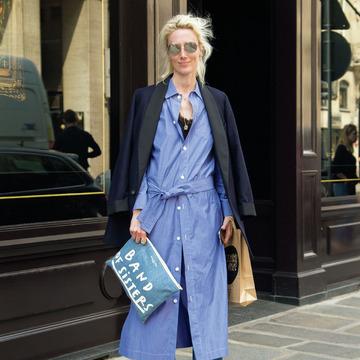 最新の着こなしを分析!パリマダムの夏ファッションスナップ 五選