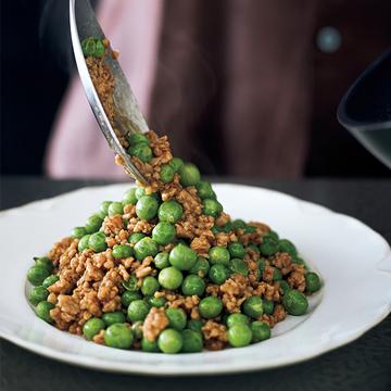 豆のうま味をたっぷり味わえる「グリーンピースの鶏そぼろ」【ウー・ウェンさんのからだ想いの家中華】
