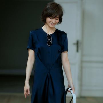 ドレッシーなドレスこそTシャツワンピースのような感覚で【大人のワンピース・マジック3】