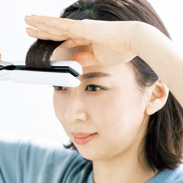 自然な立体感のあるゆるカーブをつくる「前髪のちょい巻き」テク【ストレートアイロンちょい巻きLESSON】