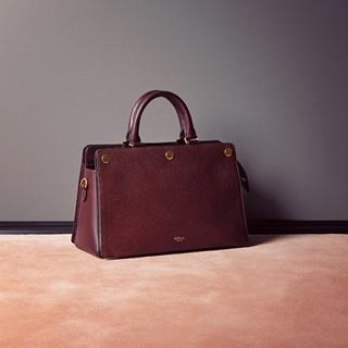 品格ある色とクラシックな形が美しいバッグ
