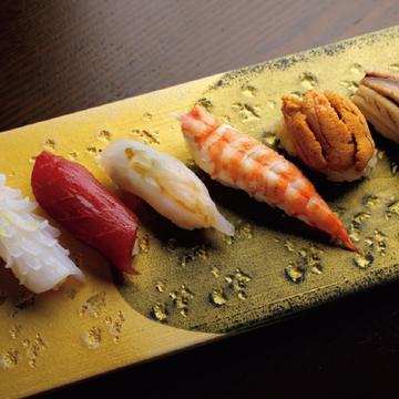 """<福岡・鮨の名店⑧>九州の魚を""""ちょこちょこ""""味わえる「おちょこ」"""