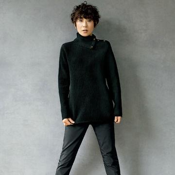 スタイリスト佐伯敦子さんがセレクト「yunahica」のニットとパンツで作る大人のカジュアルスタイル