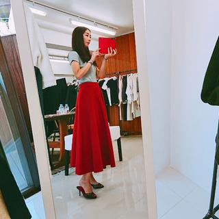 マリソル誌面掲載の大人気スカート、秋冬バージョンは真紅!