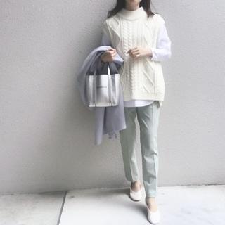 #ユニクロ 穿く度に良さを実感するパンツで春のきれい色コーデ
