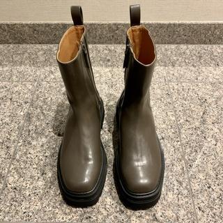 ミラオーウェンのサイドゴア風ブーツ