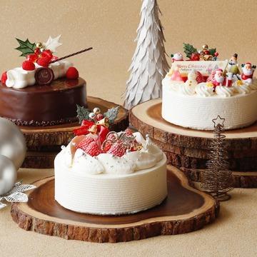 目にも楽しい「ショートケーキ コレクション」。左「ラズベリーショコラ」と中「ストロベリーショートケーキ」(各15cm・各5508円)、右「サンタショートケーキ」(15cm・5724円)