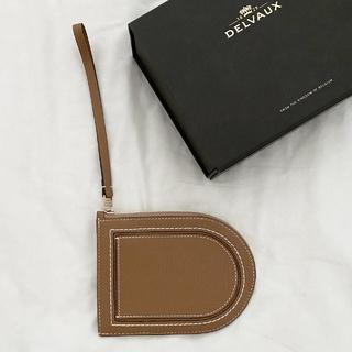 デルヴォーのカードケース型のお財布へ。