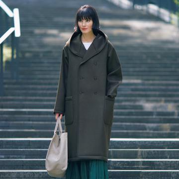 【おしゃれプロの本命コート】技術力とモードが香るディーベックのコート