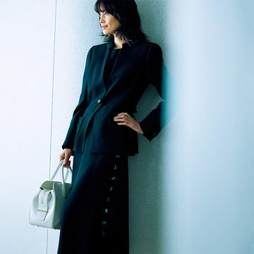 優美な「漆黒のセットアップ」でビジネスシーンに品格を【エレガントに装う日のジャケット×ワンピース】